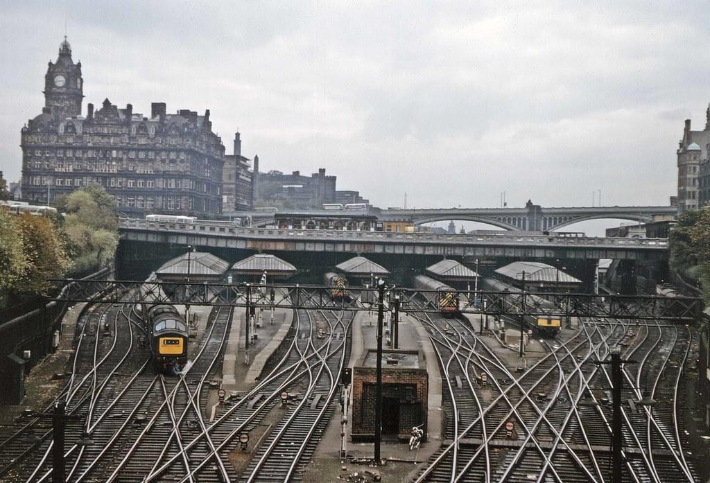 Edinburgh Waverley station   The classic view of Edinburgh