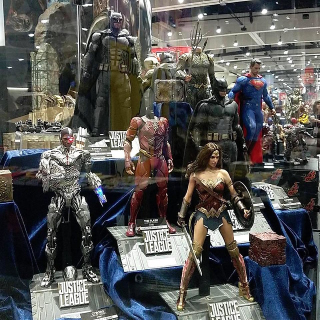 def9e25a1639 JUSTICE LEAGUE in 1 6 by Hot Toys   San Diego Comic Con 2017