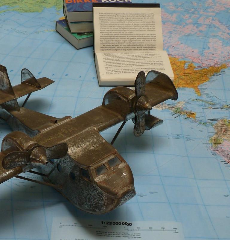 dwarsliggers-wereldkaart-vliegtuig-vintage-close-up