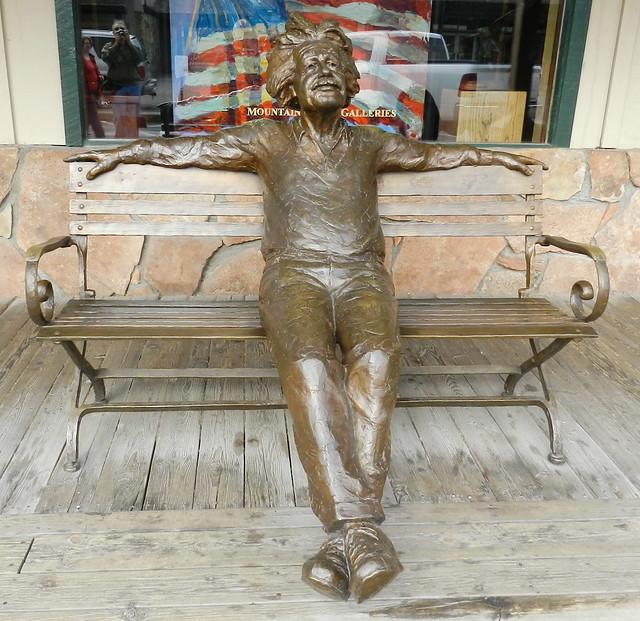 Jackson estatua Einstein en banco escultor Gary Lee Price escultura en la calle California EE UU 09