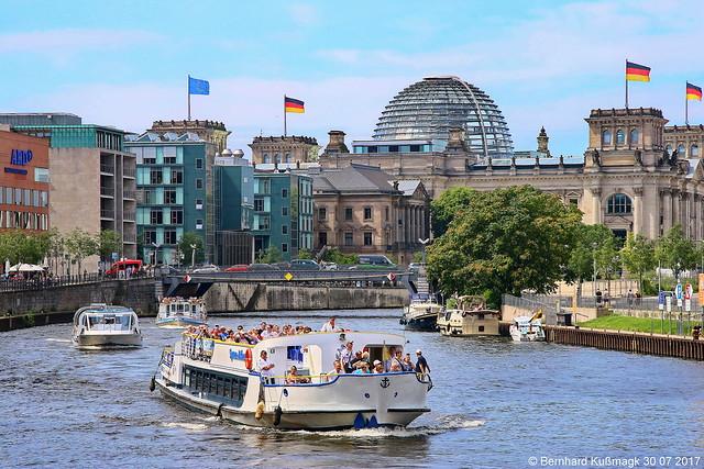 Europa, Deutschland, Berlin, Mitte, Reichstagufer, am Dorothea-Schlegel-Platz, Blick nach Westen zum Reichstagsgebäude