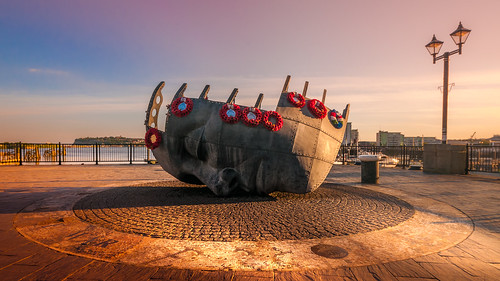 memorial cardiff wales cymru light special history bay dof sunny landscape love quay water sunset