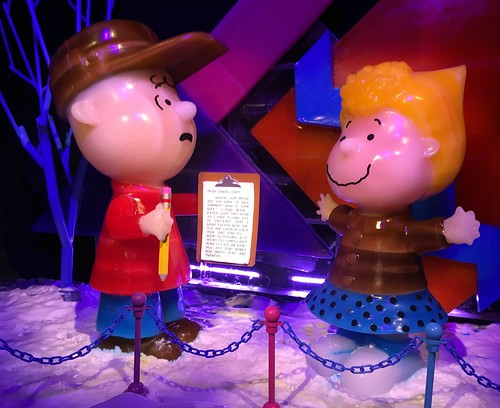 Kissimmee - Gaylord Palms - ICE! featuring A Charlie Brown Christmas - Charlie Brown & Sally