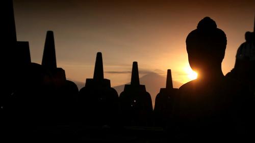 40d visionhunter borobudur java indonesia sunrise silhouette light buddha statue temple