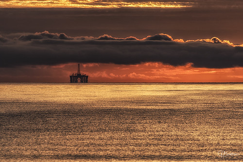 dawn blackisle cromartyfirth scotland grahambradshaw oilrig rosemarkie beach coast clouds