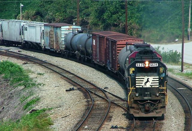 Norfolk Southern NS 6639 (EMD SD60) Oakdale, TN.