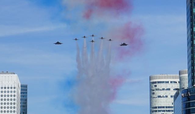 Formation USAF F22 ete F16 Thunderbirds