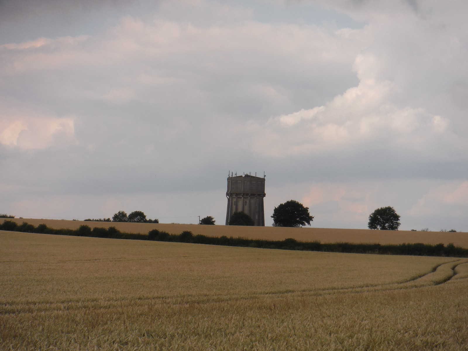 Meppershall Water Tower SWC Walk 233 - Arlesey to Letchworth Garden City