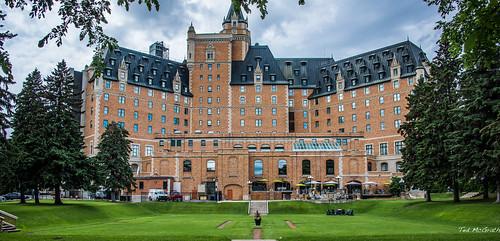 2017 tedsphotos tedmcgrath hotel bessborough hotelbessborough deltabessborough saskatoon saskatchewan lawn nikon nikonfx nikond750 cropped vignetting thebess