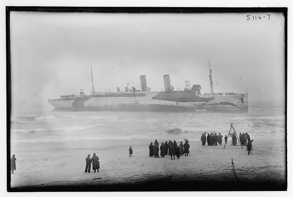 Unidentified ship (LOC)