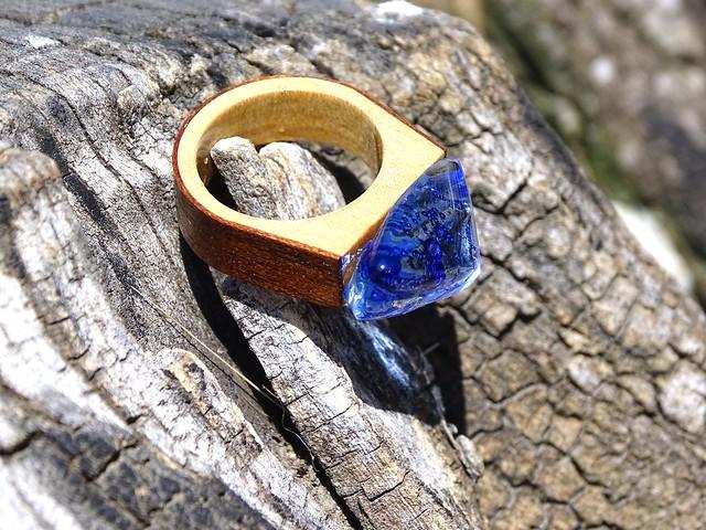 DSC06781 R17158;  Inel din lemn si sticla fuzionata; Inel eco frendly din lemn; Inel exclusivist din lemn si sticla; Inel peisaj in sticla de purtat pe deget; Inel din sticla si lemn unicat; Rain Drops #Ring, #Jewelry encapsulating the beauty of nature