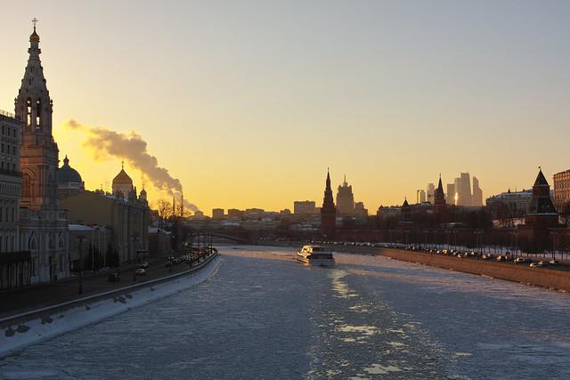 Sofiyskaya and Kremlevskaya embankment