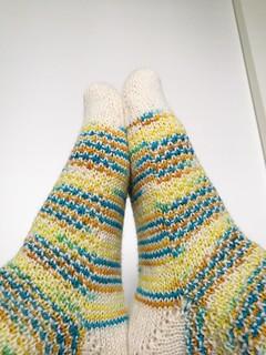 Broken seed stitch socks II