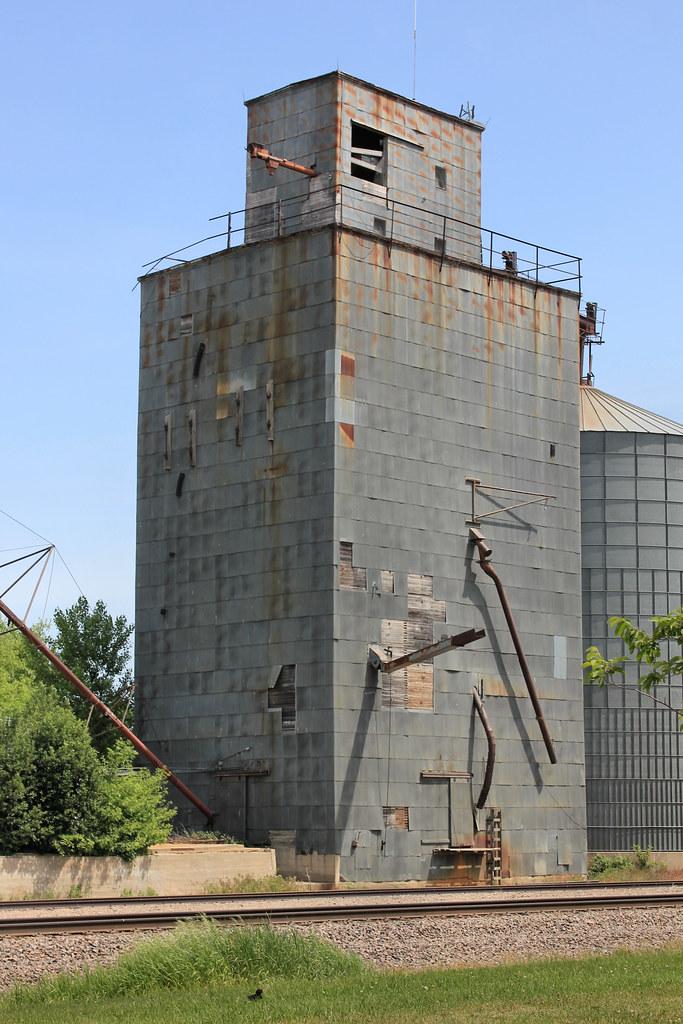 Farmers Union Elevator - Russell, MN | Tom McLaughlin | Flickr