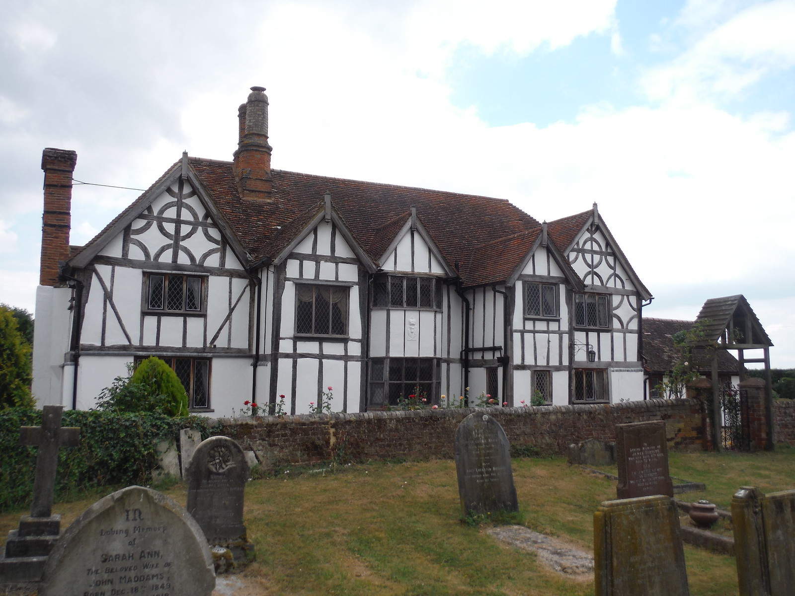 Meppershall Manor House SWC Walk 233 - Arlesey to Letchworth Garden City