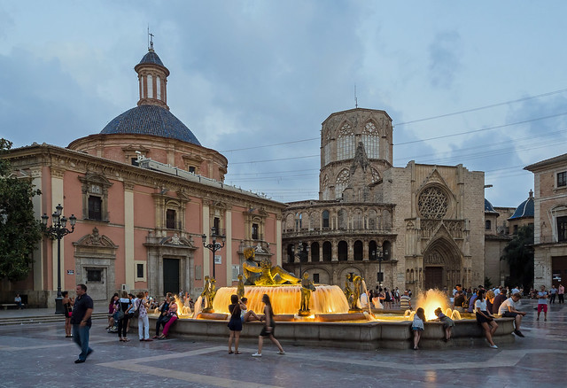 Night Approaches -  Plaza de La Virgin - Valencia (Olympus OM-D EM1-II & M.Zuiko 12mm f2 Wide-Prime) (1 of 1)