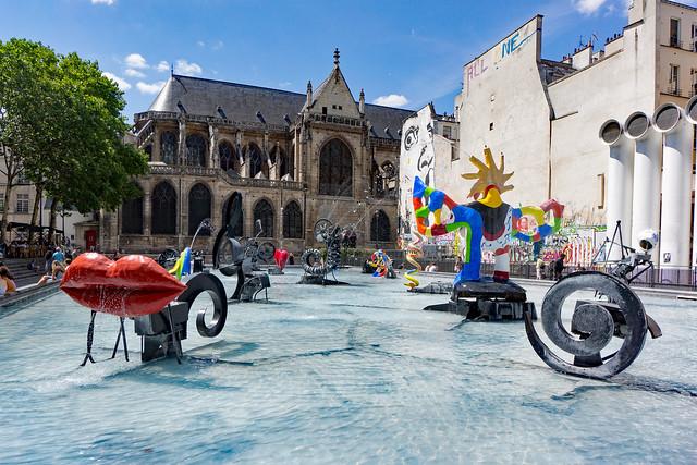 Tourist Cliché - Stravinsky Fountain - Cathedral Background - Paris