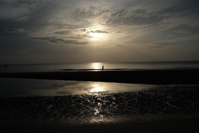 #fujifilm #fujinon23mmf2 #beach #sunrises #thailand #huahin