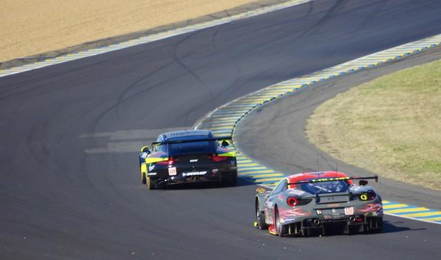 Porsche 911 RSR chased by a Ferrari 488 GTE