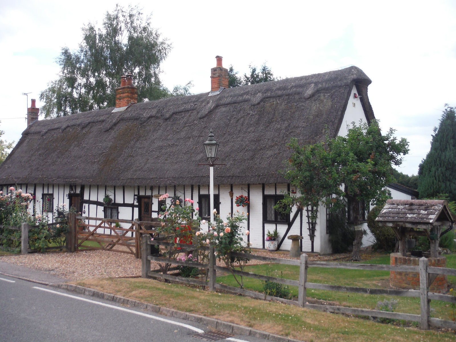 Cottage in Apsley End SWC Walk 233 - Arlesey to Letchworth Garden City