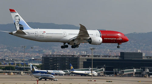 Norwegian / Boeing 787-9 Dreamliner / LN-LNK | by vic_206