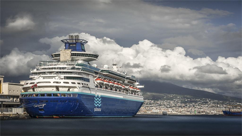 _DSC1819 Nel porto di Napoli - Campania / Italia