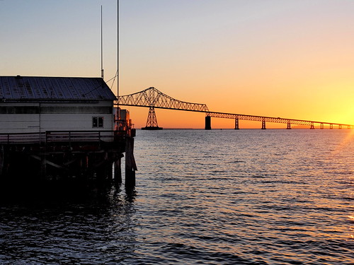 sunset oregon columbiariver pier bridge waterway