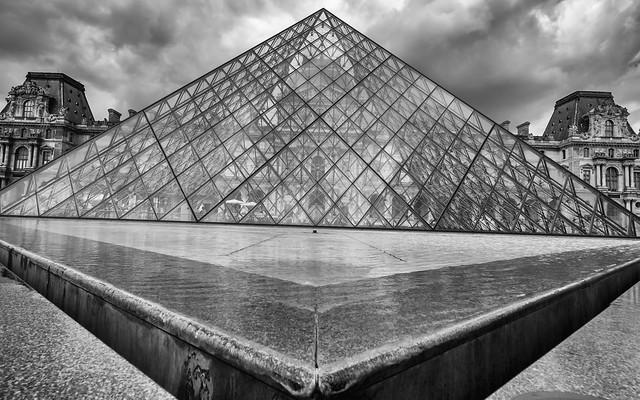 Pyramide du Louvre, Paris