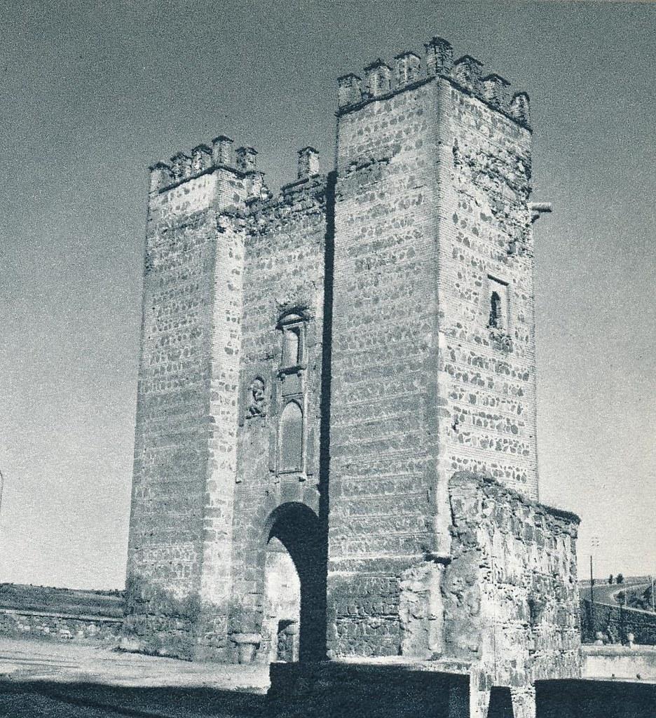 Puente de Alcántara en Toledo hacia 1967 por Marc Flament.