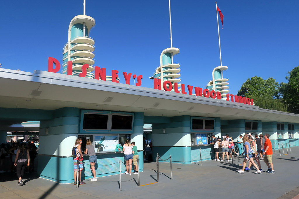 Disney EPCOT FOOD /& WINE FESTIVAL 2016 Yzma Kronk Slider LE 3000 Trading Pin