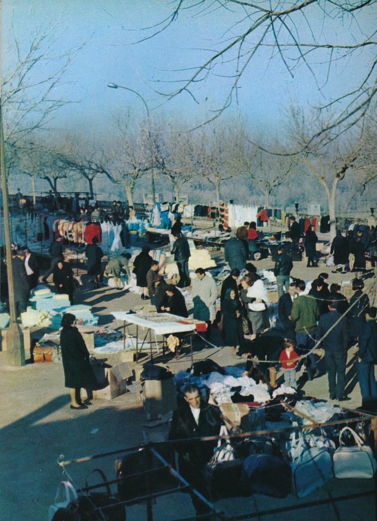 Mercado del martes en el Paseo del Miradero de Toledo hacia 1967 por Marc Flament.