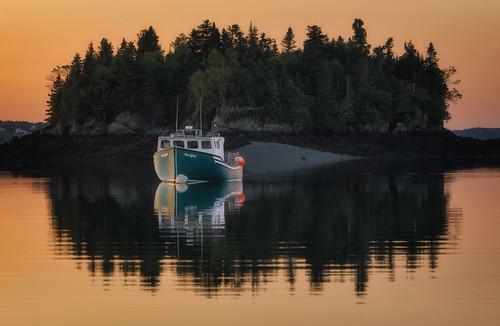 maine newengland coastalmaine coastalnewengland fishingvillage lobster roadtrip seascape boat reflection island lubec unitedstates us sunset