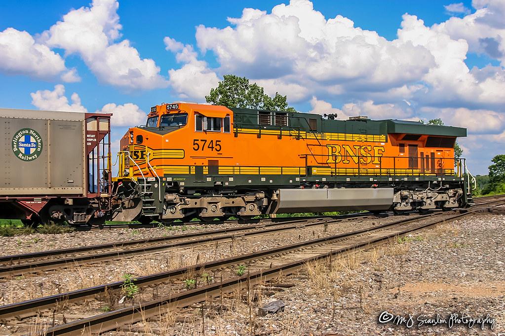 BNSF 5745 | GE ES44AC | BNSF Thayer South Subdivision | Flickr