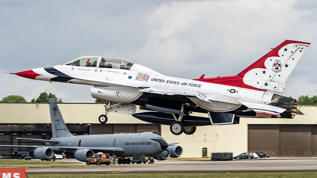 Thunderbird 7 General Dynamics F-16 Fighting Falcon