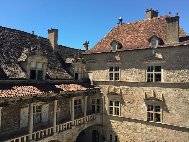 Façade du Château de Cénevières