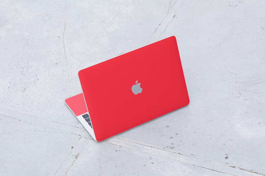 MacBook Pro 2017 + wraplus red