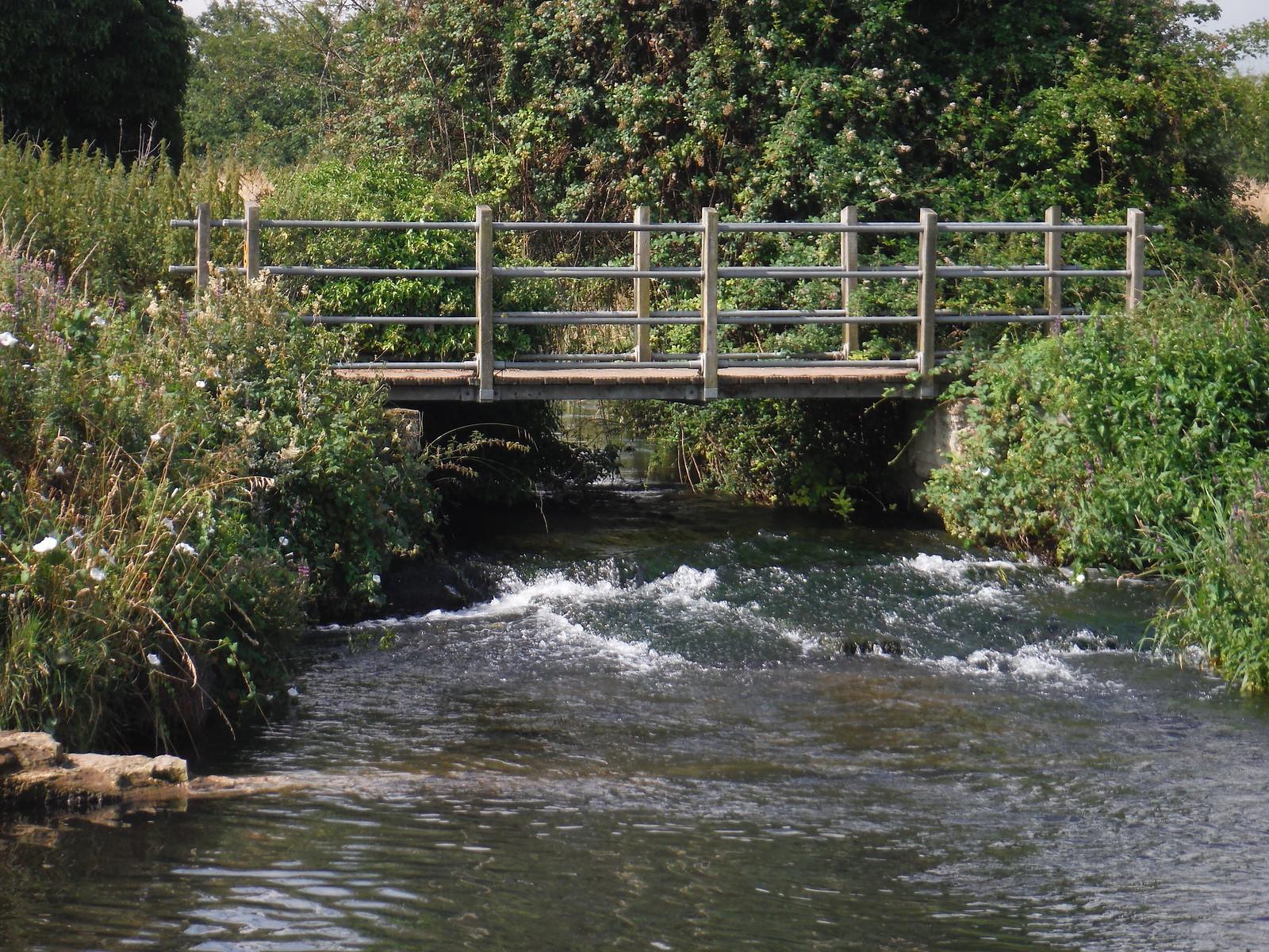 Bridge over Hiz River SWC Walk 233 - Arlesey to Letchworth Garden City