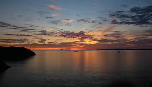 andygocher canon100d sigma18250 europe uk wales westwales southwales pembrokeshire littlehaven coast coastalpath coastline sunset sun clouds cloudscape sky skyscape water sea seascape