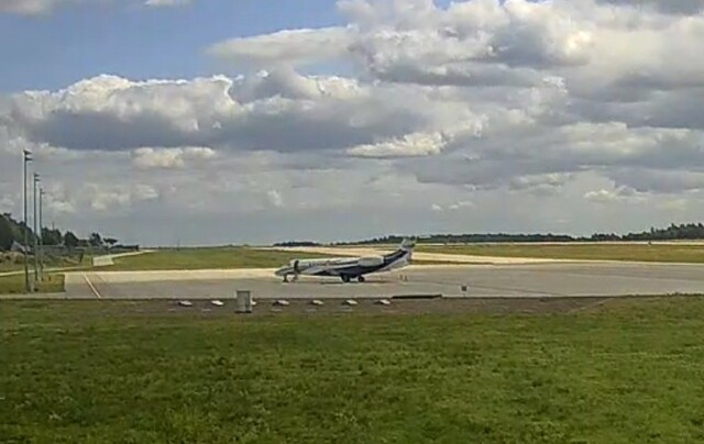 London Executive Embraer Legacy 650 G-GLEG Duke duchess of Cambridge royal tour Poland Gdansk Airport webcam capture