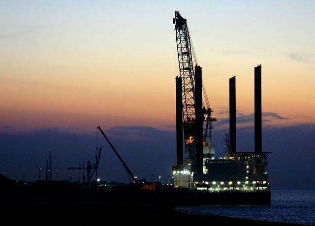 Wind-turbine-installation vessel MPI ENTERPRISE in Cuxhaven