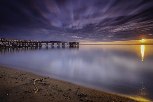 downspark pasadena maryland chesapeakebay sunrise dawn newyearsday firstlight firstsunrise 2017 landscape waterscape longexposure chilly horizon pier water beach clouds outdoors sunflare neutraldensity sliderssunday singhraydarylbensonrgnd leefilters bigstopper