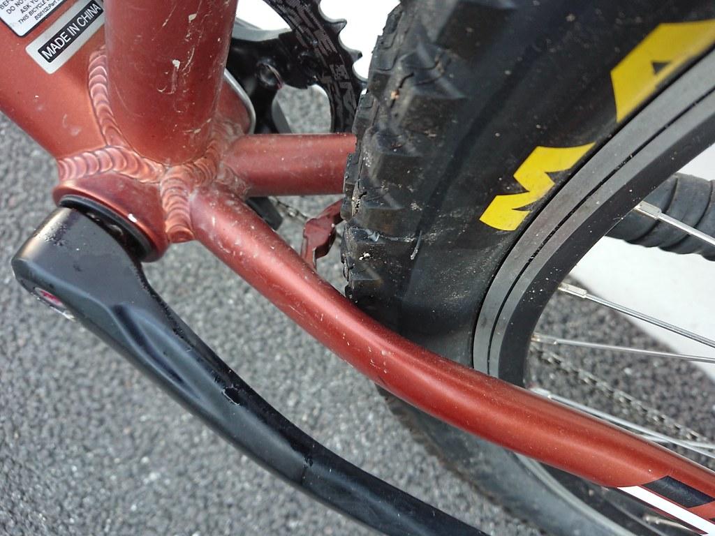 2.3 tyre clearance 2010 Trek 6300_0250