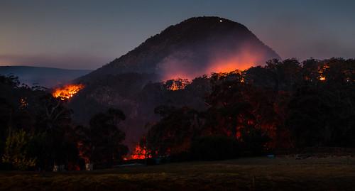 hazard reduction fire forest bush mount nsw australia rfs nattai national park parks flame gungandarra microsyenite trachyte bushfire bushwalk hr jellore mt moyengully gundungurra wildfire wildfires australian