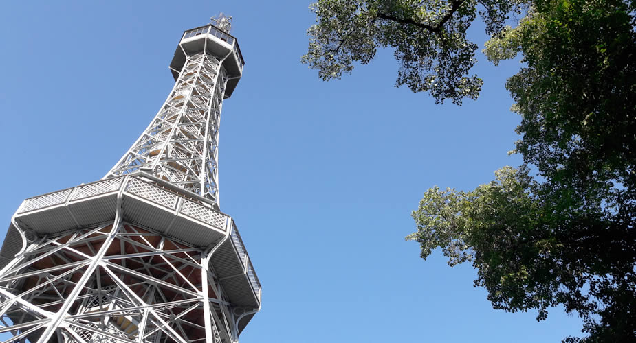 Petrín heuvel, 'Eiffeltoren' van Praag | Mooistestedentrips.nl
