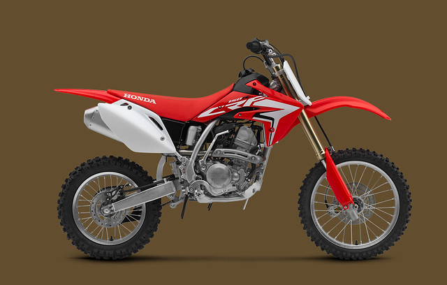 2018_CRF150R_2000x1275_Red_634E2F