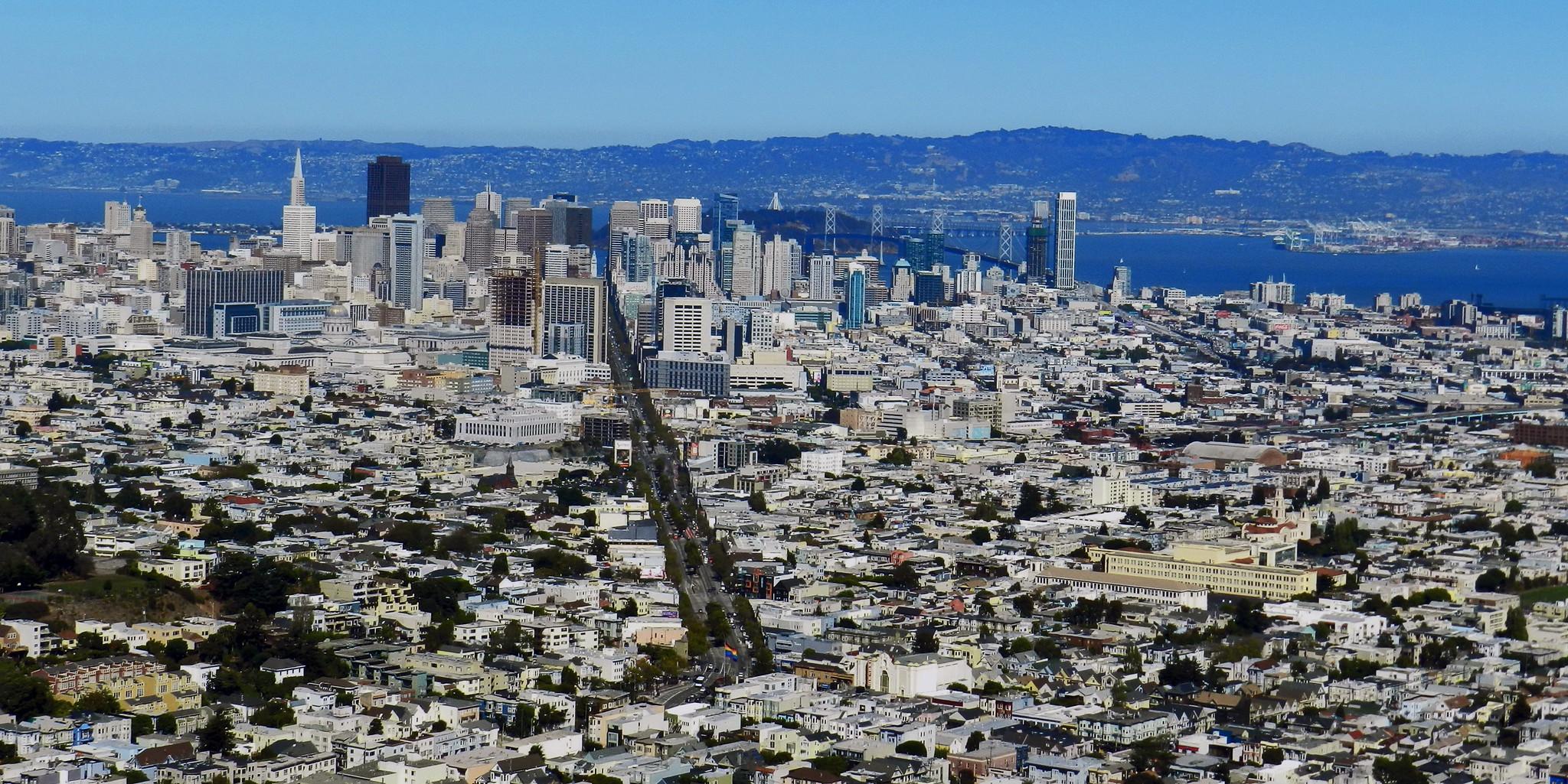 Mirador de Twin Peaks vista de Market Street y Puente de la Bahia San Francisco California EEUU