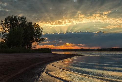 landscape lakescape seascape clouds rays lake water reflections sunrise dawn daybreak lakechatfield colorado waves