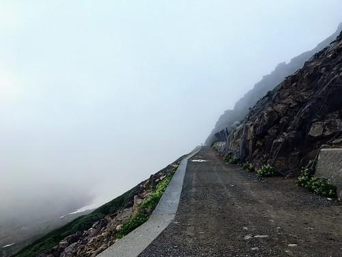 乗鞍岳 肩の小屋前 登山道   by ichitakabridge