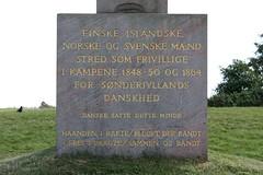 Dybbøl Banke: Inschrift auf dem Freiwilligen-Denkmal