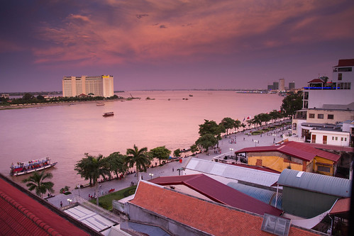 verde tonlesap mekong river rio city ciudad phnompenh nompen cambodia kampochea cambodja camboya sudesteasiatico sudestasiatic southeastasia asia asiatic indochina khmer jemer atardecer sunset sunrise luz cielo color colores colors calle